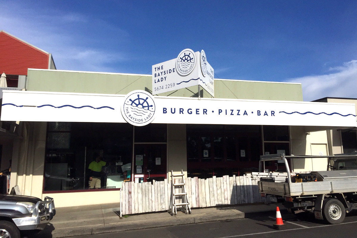 Burger Pizza Bar building signs by Signspec