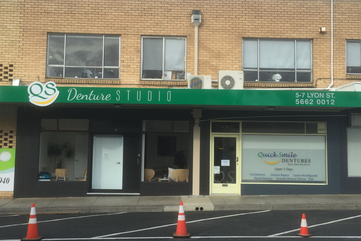 QS Dentures Leongatha building sign by Signspec 1