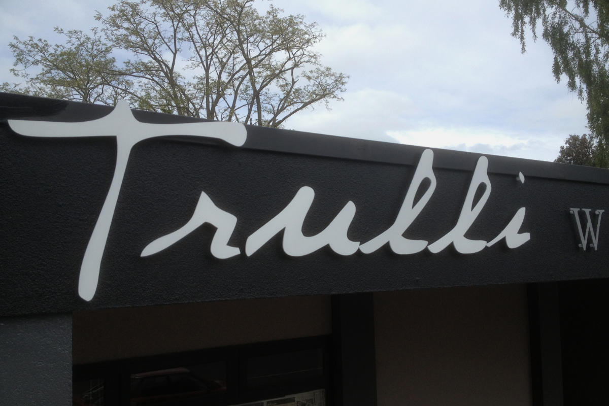 Building sign for Trulli Pizza in Meeniyan