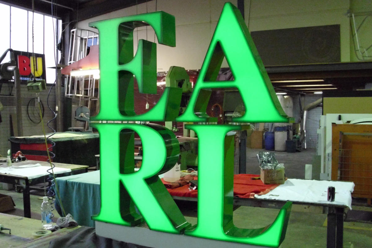 EARL illuminated light box