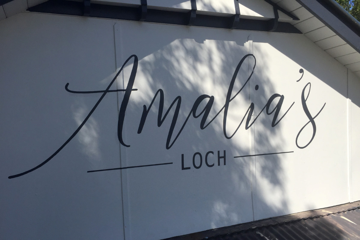 Amalia's Loch handpainted sign by Signspec