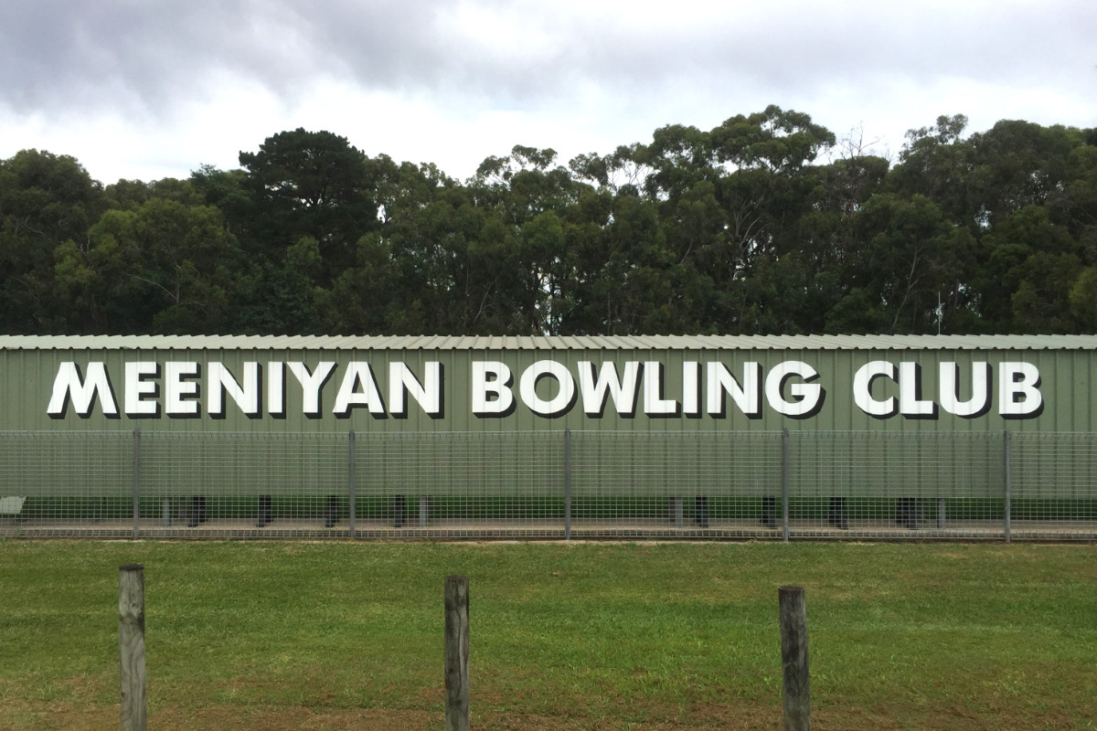 Handpainted sign for Meeniyan Bowling Club 2